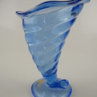 冰激凌玻璃杯生产商,工艺玻璃饮料瓶生产厂家